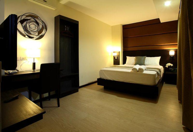 lorenzzo suites hotel room