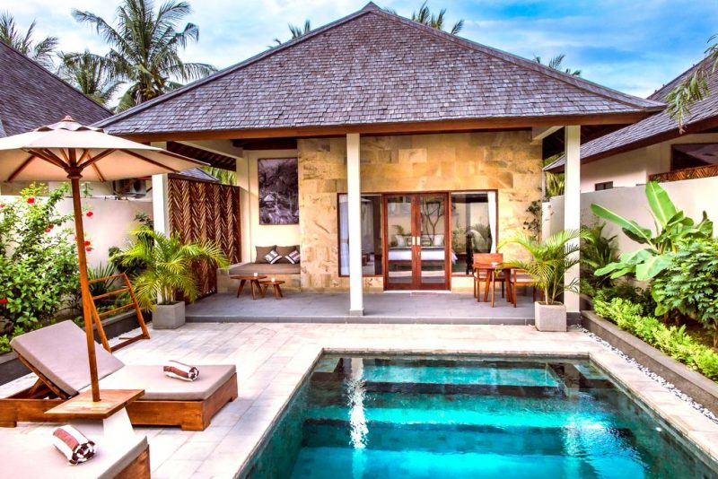 The outdoor spaces of Utara Villas are all carefully manicured.