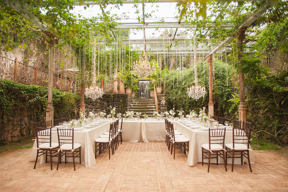 7 helpful tips to cut down on your wedding costs