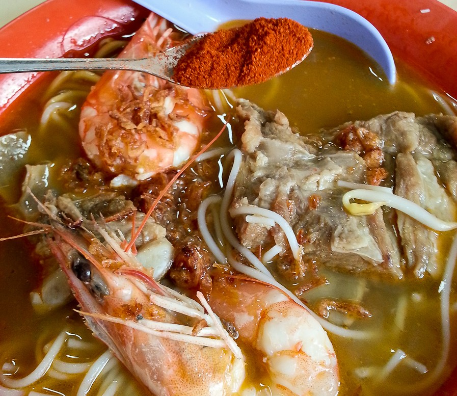 prawn mee pork ribs yellow egg noodles soup red singapore malaysia hawker street traditional food