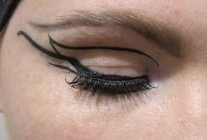 Statement-Eyeliner-2[1]