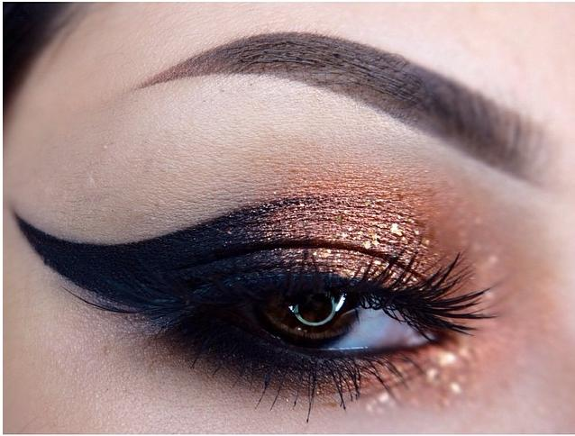 copper-and-black-eyeshadow[1]