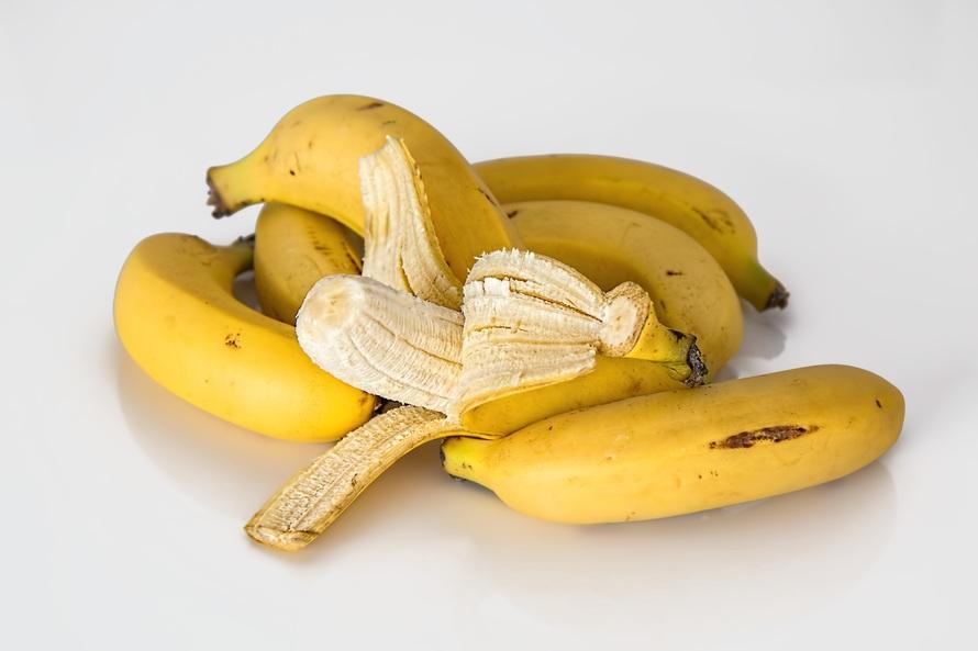 cara mengatasi rambut rontok dengan pisang