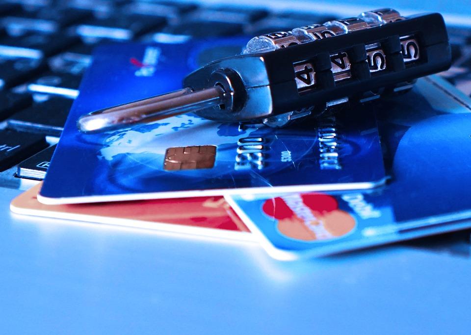 Jangan pernah simpan informasi kartu kredit di situs online