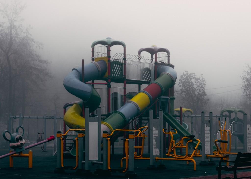 Pergi ke tempat bermain