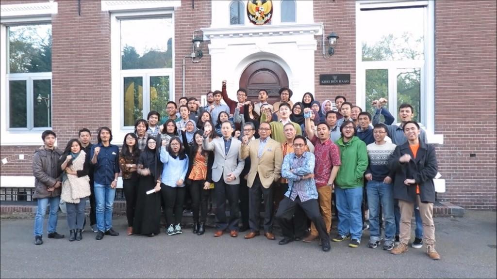 Bergabung dengan pelajar Indonesia di negara tersebut