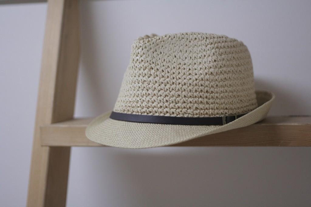 Punya koleksi topi atau syal? Pajang!