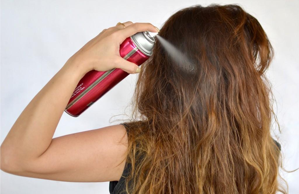 Gunakan produk styling rambut yang sesuai