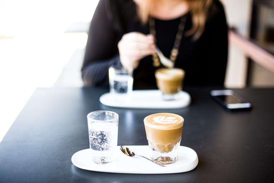hindari kafein untuk cegah dehidrasi