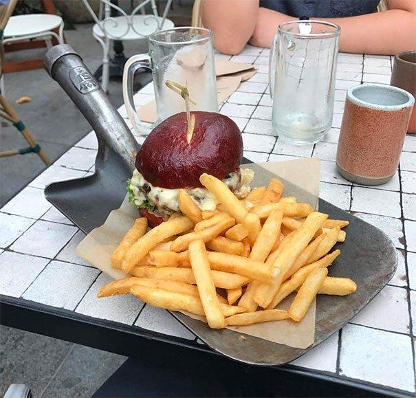burger dalam cangkul