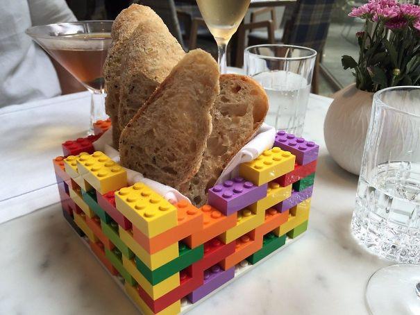 makanan unik - roti dalam lego