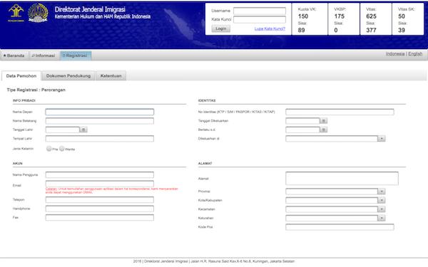 mengisi data pada website paspor online