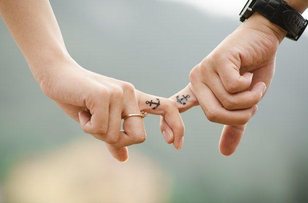 7 Tips LDR Agar Tetap Romantis