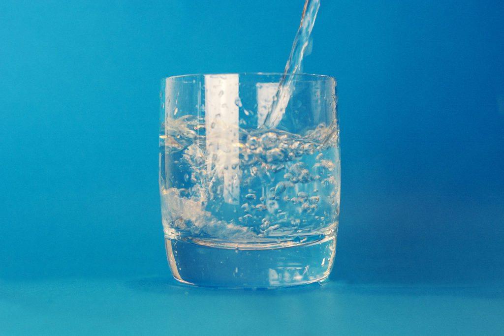 7 Manfaat Minum Air Hangat di Pagi Hari yang Wajib Kamu Tau