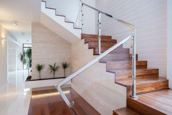 Ide desain tangga rumah kayu