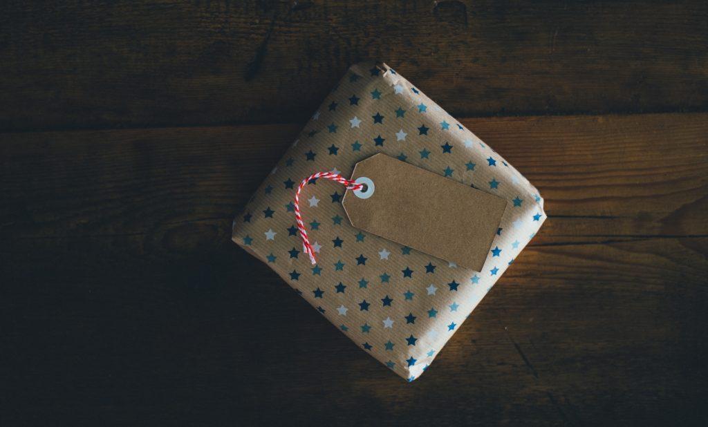 Belanja Hadiah Under 200 ribuan untuk Pasangan di Bobobobo