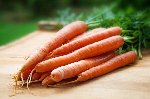 7 Makanan Sehat Yang Membuat Gigi Putih Alami
