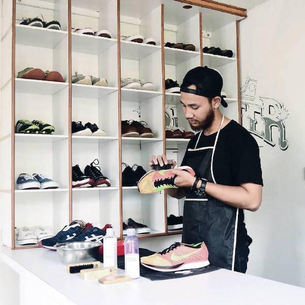 Tempat Cuci Sneakers