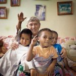 Benarkah 5 Bule Ini Lebih Cinta Indonesia Daripada Kita?