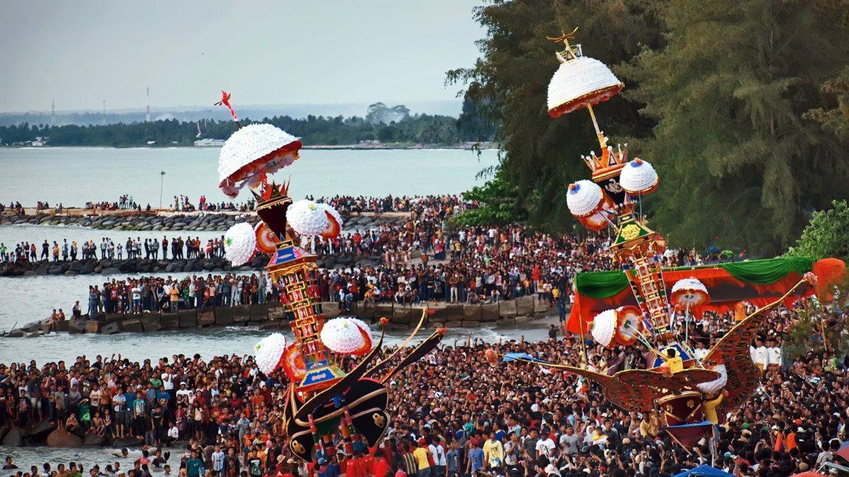 Hasil gambar untuk tradisi unik di indonesia