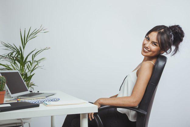 5 Tips Menjaga Kesehatan Meski Duduk Seharian di Kantor