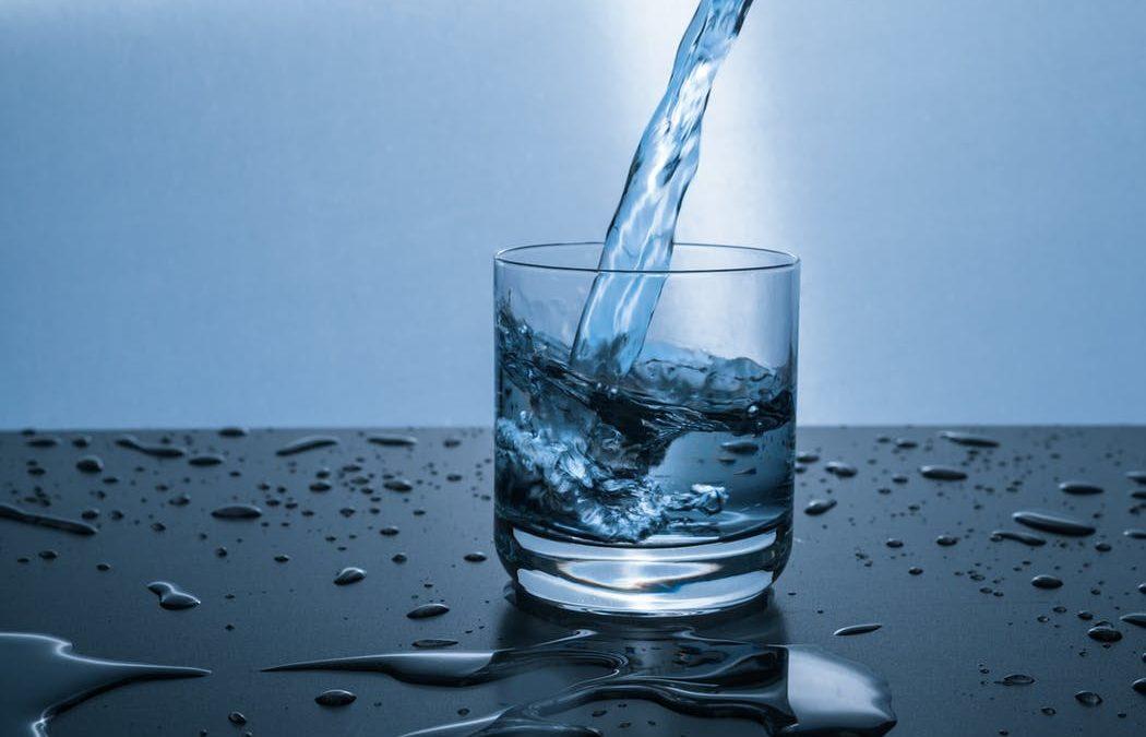 Tips Mudah Menurunkan Berat Badan dengan Minum Air Putih