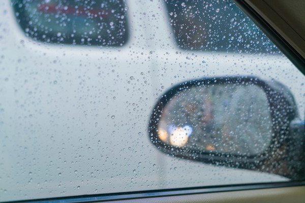 kaca mobil berembun