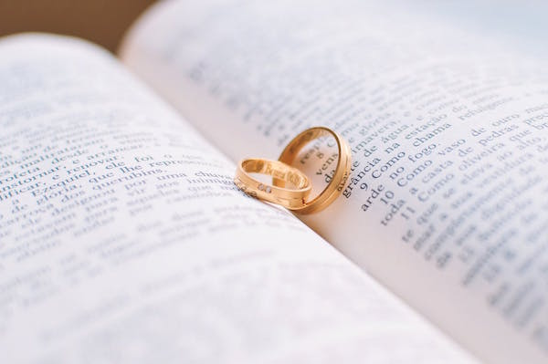 4 Cara Cepat yang Bisa Membuat Kamu Dilamar Pasangan