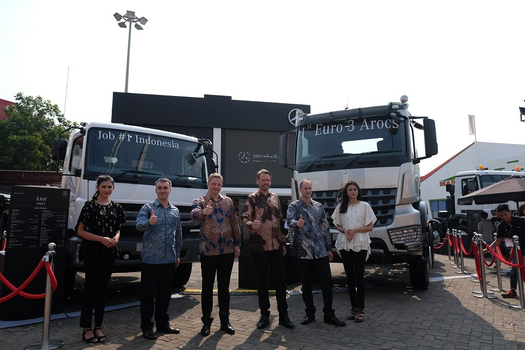 truk mercedes benz indonesia