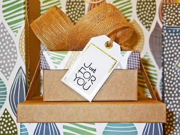 7 Tips Memilih Hadiah Unik untuk Dosen Pembimbing Tercinta