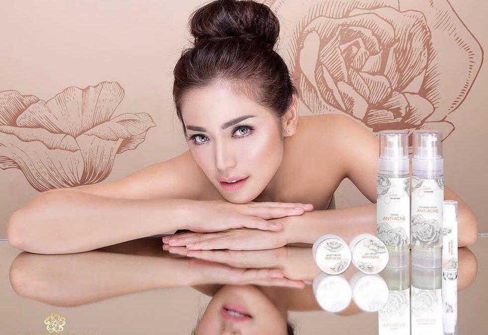 7 Brand Kosmetik Artis Tanah Air yang Kualitasnya Nggak Kalah dari Produk Luar
