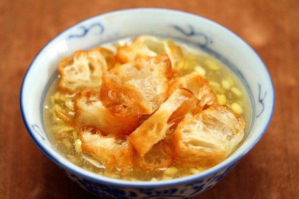 Siapapun yang pernah menginjakan kaki di Kalimantan Barat pasti terkenang dengan kulinernya. Ya, Kalimantan Barat memiliki kekayaan makanan khasnya yang paling terkenal enak. Mana yang paling kamu suka ?