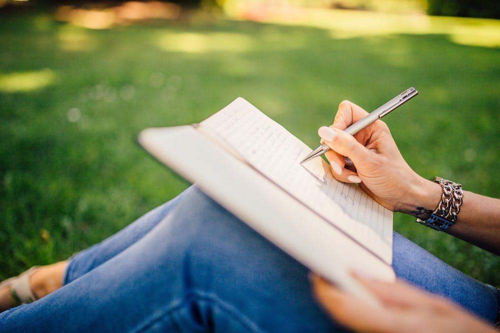 Daftar 8 Pekerjaan yang Cocok Buat Kamu yang Suka Menulis