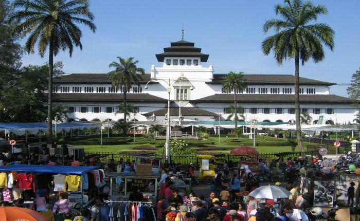 Pasar Kaget Monumen Perjuangan (Gasibu) - Pusat oleh-oleh Bandung