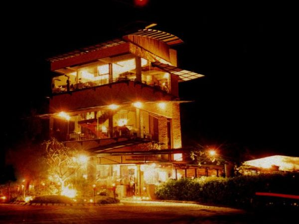 restoran romantis di bandung The Peak