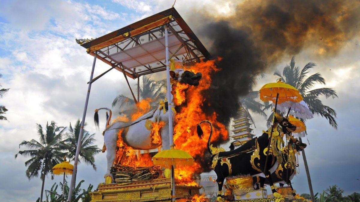 4 Tradisi Unik yang Hanya Bisa Kamu Temui di Bali. Penasaran?