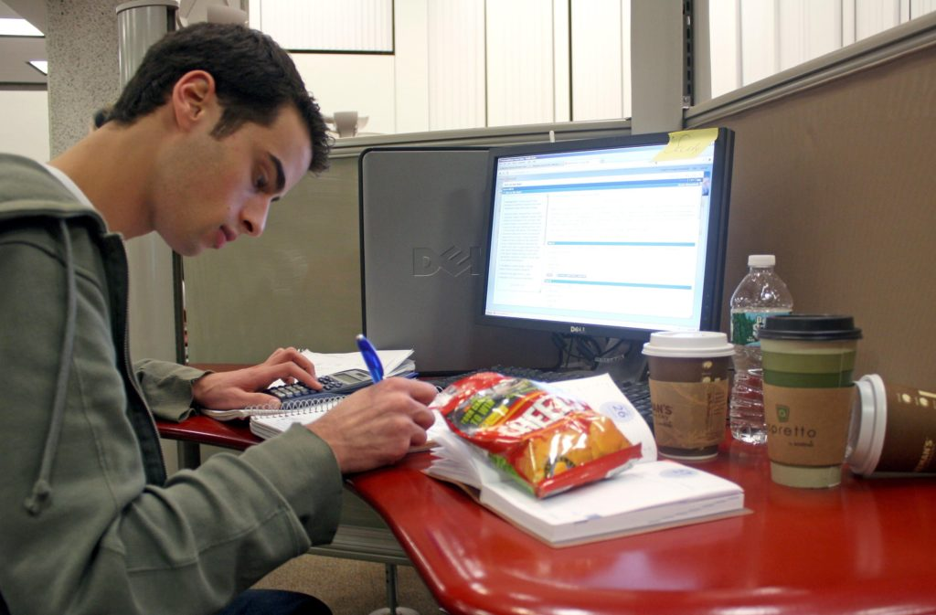 https://www.bupipedream.com/news/7161/snack-foods-sustain-students-while-studying/