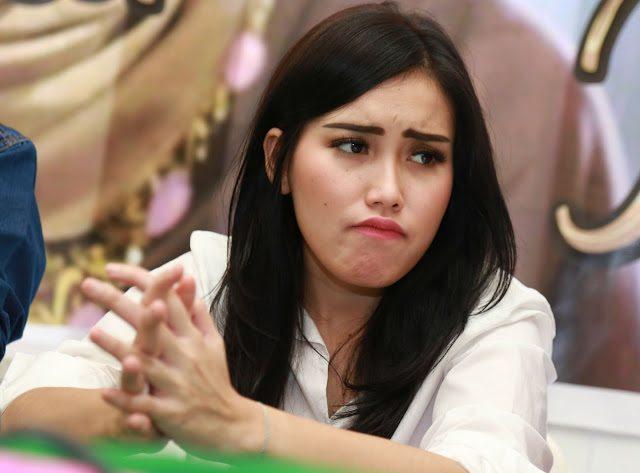 Dulu Prihatin, Kini Artis Indonesia Ini Hidup Bergelimang Harta!