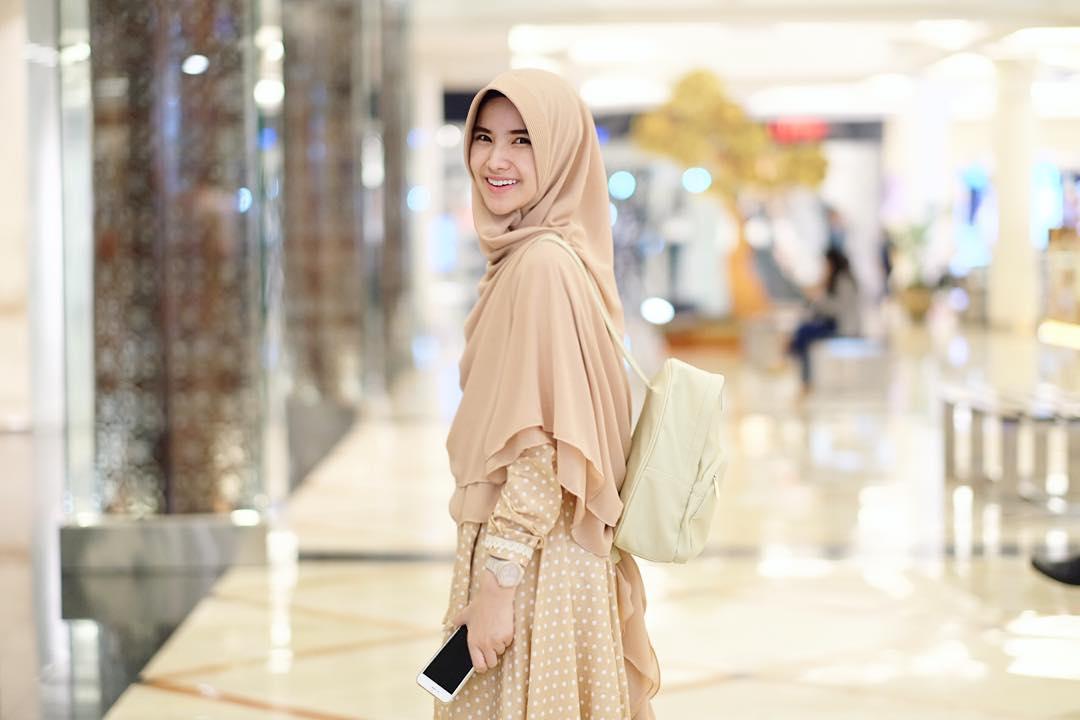 Hasil gambar untuk Tips Memilih Pakaian Muslim Modern, Tampil Cantik Tetap Syar'i