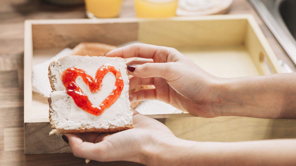 8 Alasan Terbaik Kenapa Kamu Tidak Usah Bersedih Ketika Tidak Bisa Merayakan Valentine Bersama Pasangan