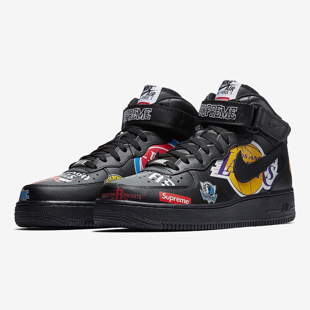 Setelah berkali-kali collab akhirnya sneakers terbaru Nike x Supreme  diluncurkan lagi nih. Supreme x Nike Force 1 Mid ini pasti langsung mencuri  perhatian. 4508a72394