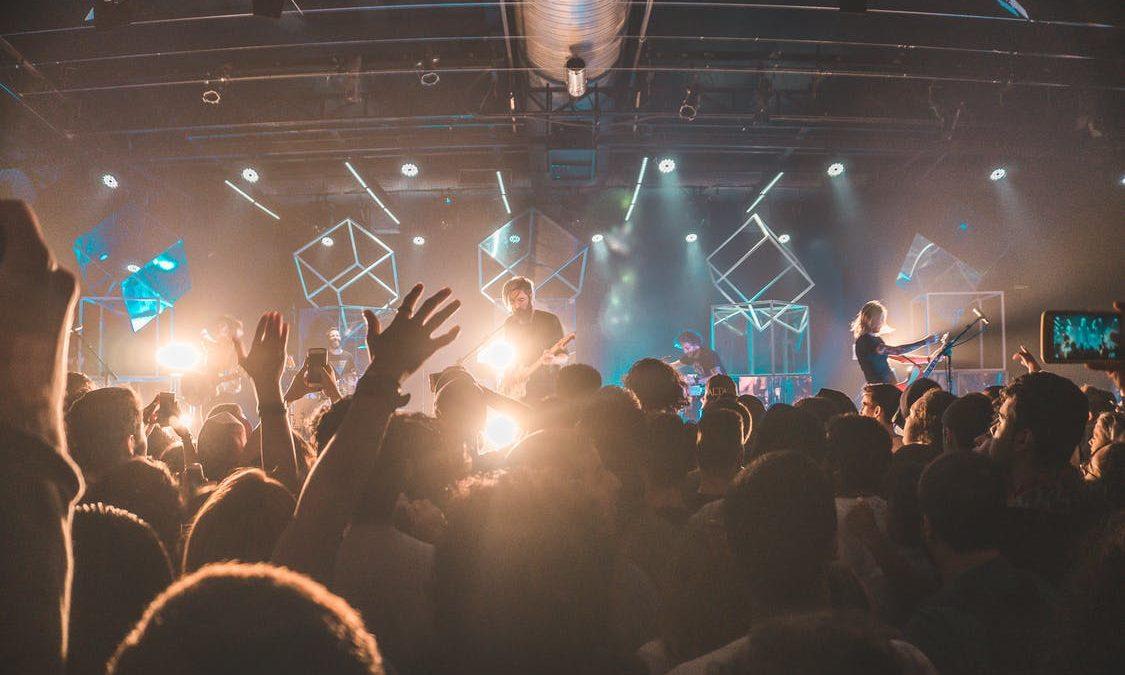 Ini Dia 5 Perlengkapan Nonton Konser yang Bisa Kamu Beli di Tokopedia