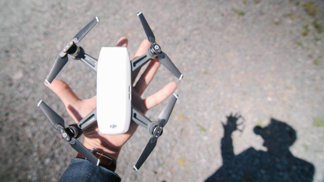 drone dji spark dengan body yang compact