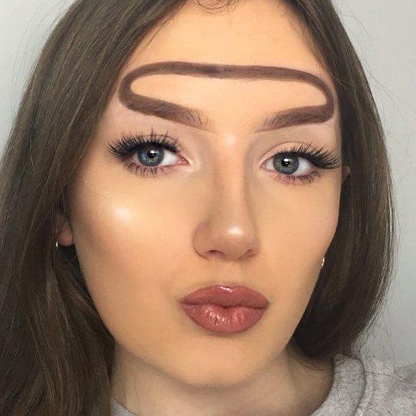 5 Tren Makeup 2018 yang Aneh dan Nyeleneh, Berani Coba?
