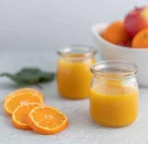 minum jus jeruk