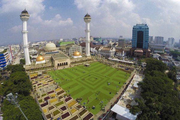 masjid dengan takjil gratis