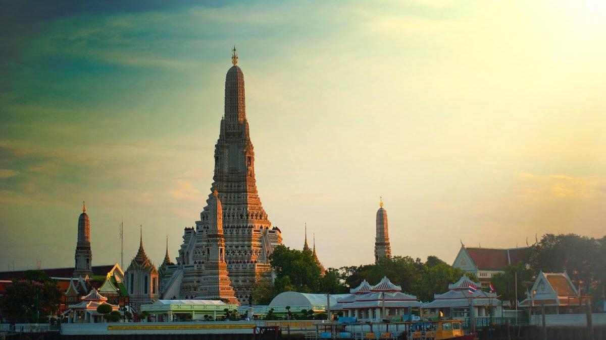 6 Tempat Wisata Menarik di Bangkok Thailand yang Wajib Dikunjungi