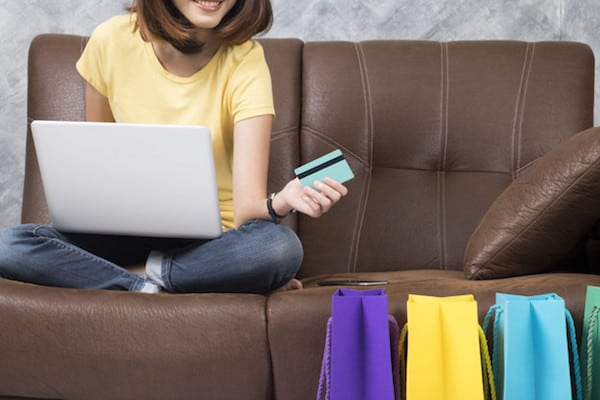 Promo Belanja Online Akhir Tahun hari cashabck nasional