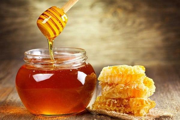 cara mengecilkan pori pori secara alami menggunakan madu