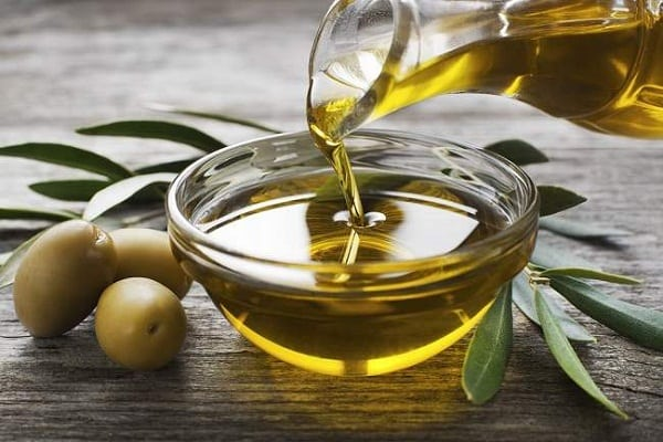 minyak zaitun bahan alami untuk mengecilkan pori pori
